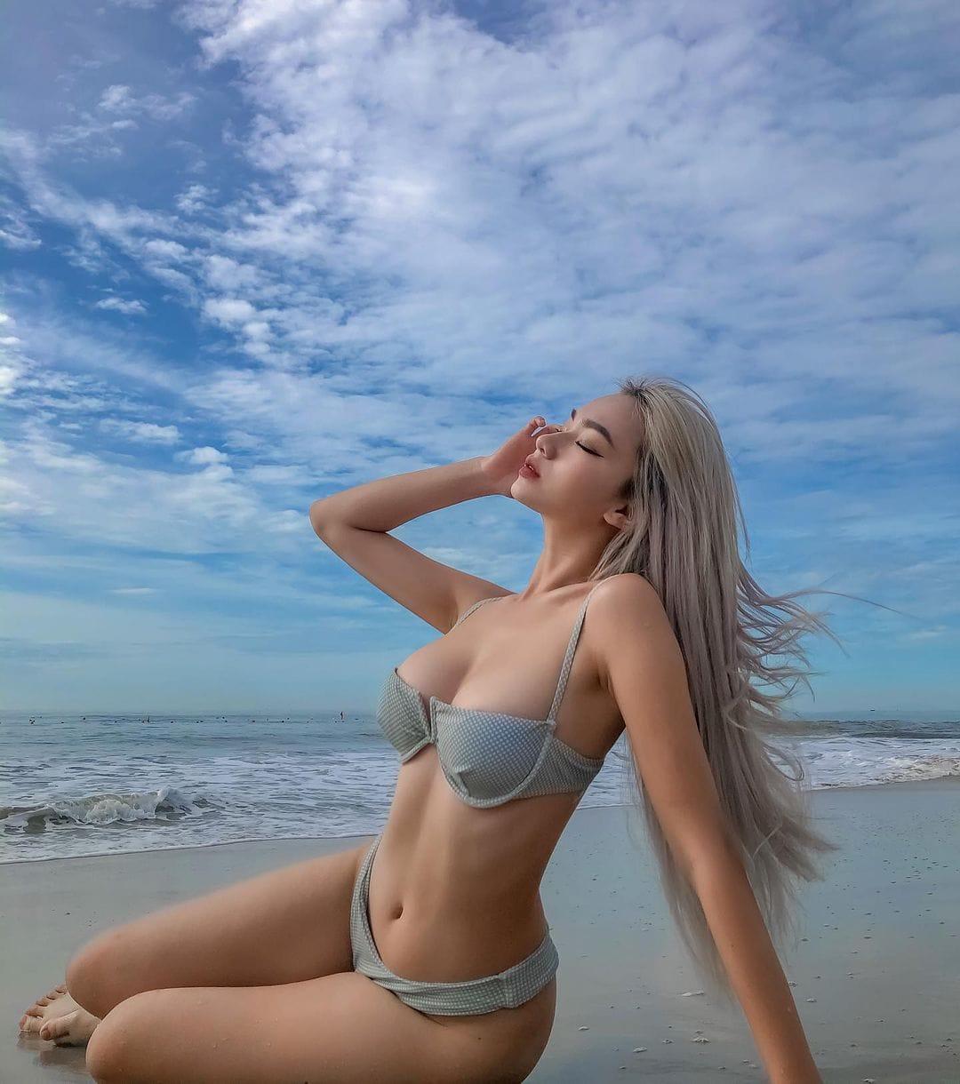 trần nhã ca bikini